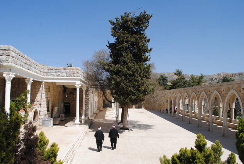 The external court of the Nabī Bahāʾad-Dīn pilgrimage site. The burial room is located in the building on the left. Photo: Nour Farra Haddad, 2014.